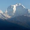 Premier rayons du soleil sur l'Himalaya – Népal