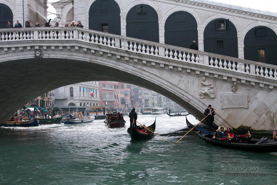 Pont du Rialto, Grand Canal de Venise – Italie