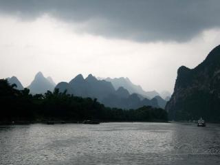 Rivière en reliefs karstiques / Chine