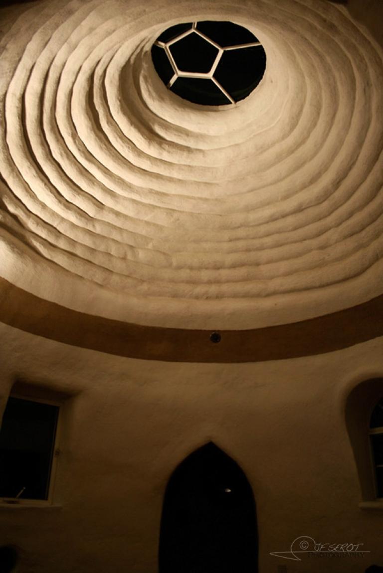 Eco-dome intérieur, ONG Cal-Earth – Californie