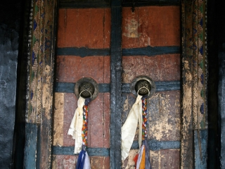 Porte du temple de Tiksé – Inde
