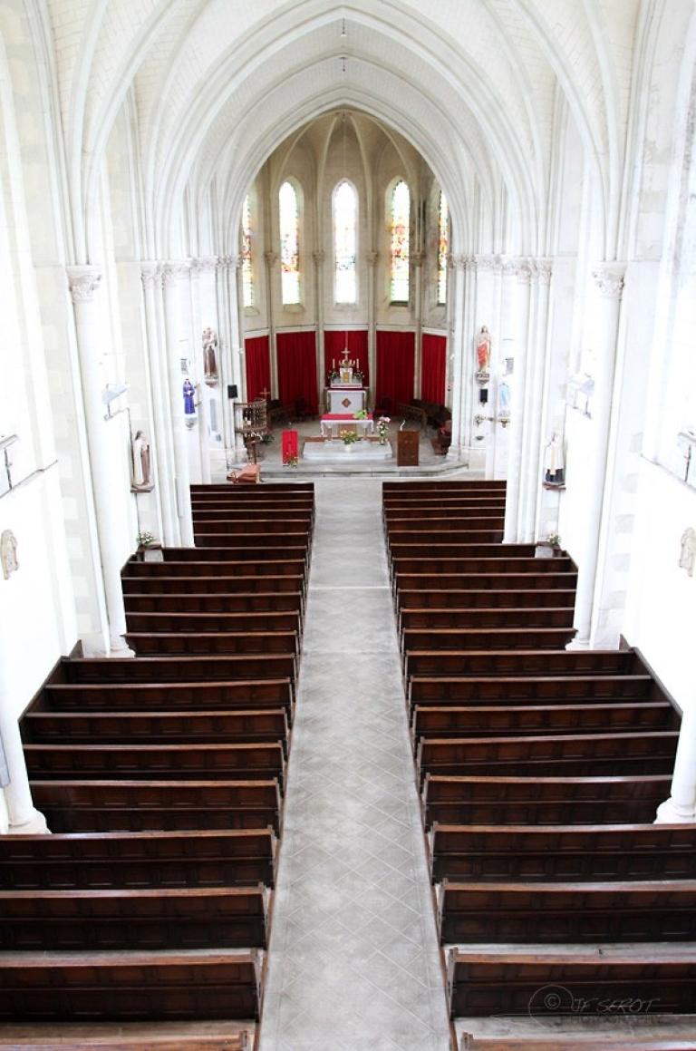 Intérieur d'une église, Mayenne – France