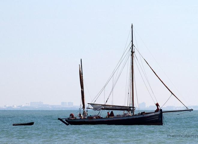 Vieux voilier au large de la Rochelle – France